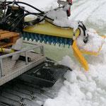 Winterwanderweg Richtung Älpele mit PB 100 vor Sperre