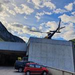Hubschrauberlandung am Bauhofdach zwecks Zirbenaufforstung Schwarzwand, Wildbach- und Lawinenverbauung