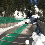 Geländerhöhungen Richtung Älpele abbauen, Zugertobelbrücke