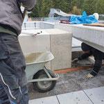 Betonelemente für Beckenabdeckung setzen Sportbecken Waldbach Lech