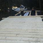 Neubau Vordere Butzenbrücke: Beplankung montieren
