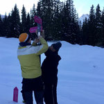 Winterwanderwegtafeln montieren im Zugertal