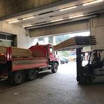 Holz abladen am Bauhof