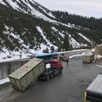 Ennemoser Müllcontainer stellen am Bauhof