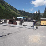 Stahlträger vorbereiten für neue Gitzibachbrücke am Bauhofdach