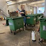 Schlechtwetterprogramm: Müllkübelreinigungsaktion am Bauhof