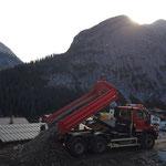 Schottermaterial von der Deponie Stubenbach nach Zug transportieren, mit U530