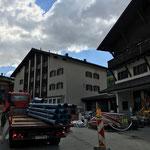 Wasserrohre aufladen beim Postareal