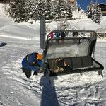 Hausbeschilderungstafel montieren in Oberlech