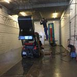 Holder Kehrmaschine reinigen in der Waschhalle
