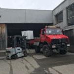 Material abladen vom Unimog 1600