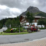 """Gärtnerarbeiten am """"Lech-Hügel"""""""