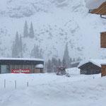 Pistenbully 100 Präparierung Winterwanderweg Zug