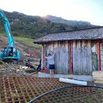 Hüttenumsiedelung Weltcupstrecke Zürs, Ausrichten der Hütte auf Fundamentplatte