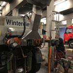 Unimog 1600, Streuer abbauen vor Reparatur-Überstellung nach Imst, Probleme mit der Kupplung
