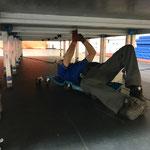 Klammern montieren Bühne Sportpark