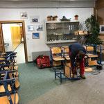 Neue Mittelschule Lech, Materialtrennung für Entsorgung Schulbänke und Stühle