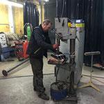 Löcher bohren für Halterung Hochdruckpumpe Zuger Wasserwerk