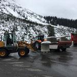 ...mit Lader 509 und Steyr-Traktor mit Göglhänger