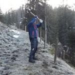 Neue Waldschonung Ebra, Pfähle für Schonung schlagen