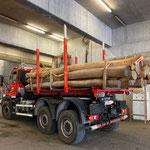 Robinienstamm-Transport mit U530 für neuen Spielplatz Seekopf-Berg