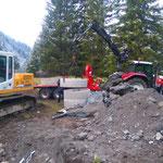 Waldbad Lech - Neubau Kinderbecken: Abladen der Schächte für Brückensockel