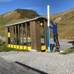 Bushaltegläser und Haltetafeln Ortsbus Lech entfernen/demontieren Richtung Hochkrumbach