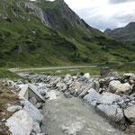 Wasserzufuhr Wasserscheide Zürs nach Vermurung reparieren