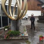 Blumenpflege und Unkrautbeseitigung Olympiadenkmal