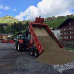 Feinplanie abladen für Wegebau Burgwaldweg