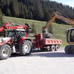 Schüttmaterial verladen für Baustelle Waldbad