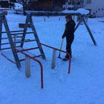 Letzte Arbeiten Spielplatz Schule winterfest machen