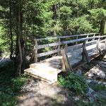 Ober Walkerbachbrücke, neue Trittbretter montieren