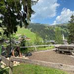 Grillplatz Ebra mit Holz befüllen