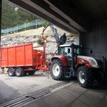 Altholz einfassen mit Steyr 6190 CVT und Kran