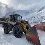 Schneeräumung am Bauhof mit Lader 550