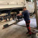Reparaturarbeiten für Begutachtungsplakette VW Plane