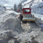 Snow Rabbit 3, Winterwanderweg Zürs Lawinenausweichstrecke, Schnee Verschubarbeiten