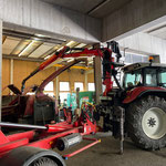 Hilfe mit Epsilonkran, Ausbau Motor Holzhäcksler. Servicearbeiten Firma Jenz  für Firma Elsensohn in der Bauhof-Werkstatt