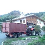 Abholen der letzten Hackschnitzel vom Winterwanderweg Oberlech, danke für die Mithilfe Stefan!