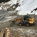 Schindelarbeiten Stall Anger Winterwanderweg, Abriss zweite Dachhälfte