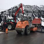 Mithilfe Asphaltierungsarbeiten Wasserleitung Berger Alpe