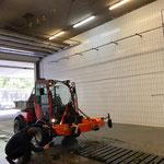 Mähwerk reinigen nach Fußballplatzpflege, Holder C70 SC