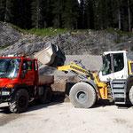 Sanierung Petersbodenweg: Feinplanie laden Steinbruch