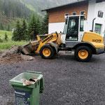 Splitthaufen verladen Parkplatz Feuerwehrhaus...