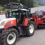 Pistenbully 100 vom Heizwerk Zug zum Bauhof bringen, mit Traktor 6190 CVT und Bigab-Hänger mit Plattform