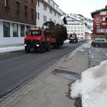 Christbaum Zürs stellen, Transport mit U1600...