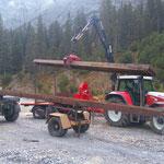 Waldbad Lech - Stahlschienen aufladen Zuger Säge für Behelfsbrücke