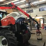Servicetätigkeiten am Steyr Traktor