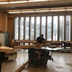 Loipen-Geländerelemente: Steher fertigen in der Tischlerei